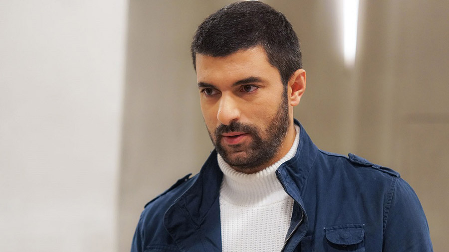 Энгин Акюрек в сериале «Дочь посла / Sefirin Kızı»