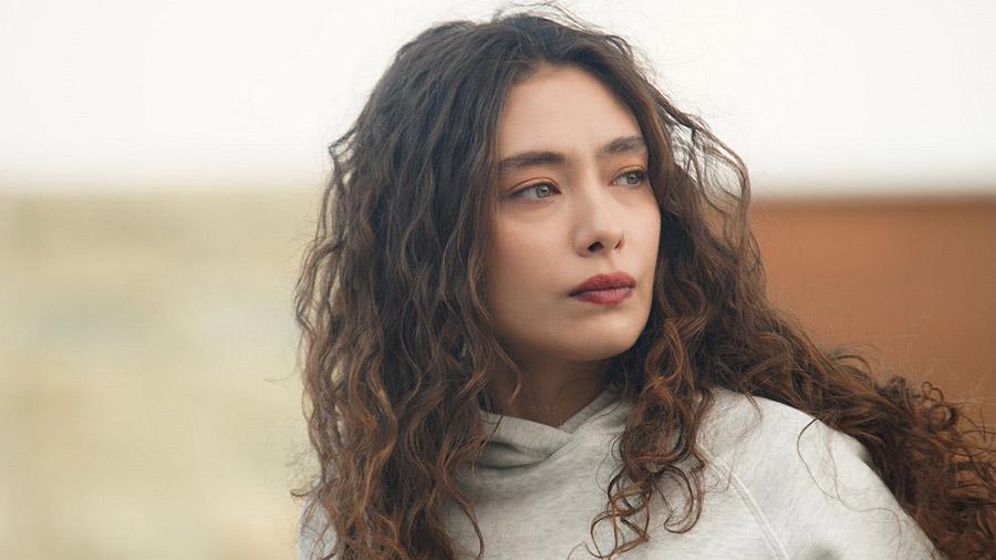 Неслихан Атагюль в сериале «Дочь посла / Sefirin Kızı»