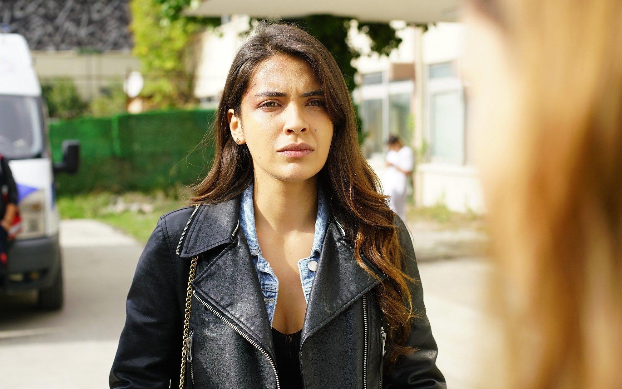 Биран Дамла Йылмаз в сериале «Плотина / Baraj» (2021)