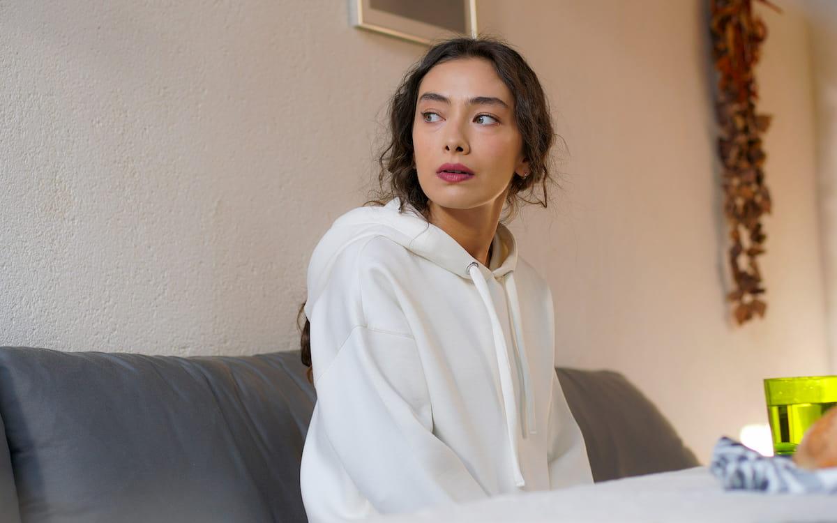 Неслихан Атагюль Доуглу в сериале «Дочь посла / Sefirin Kızı» (2021)