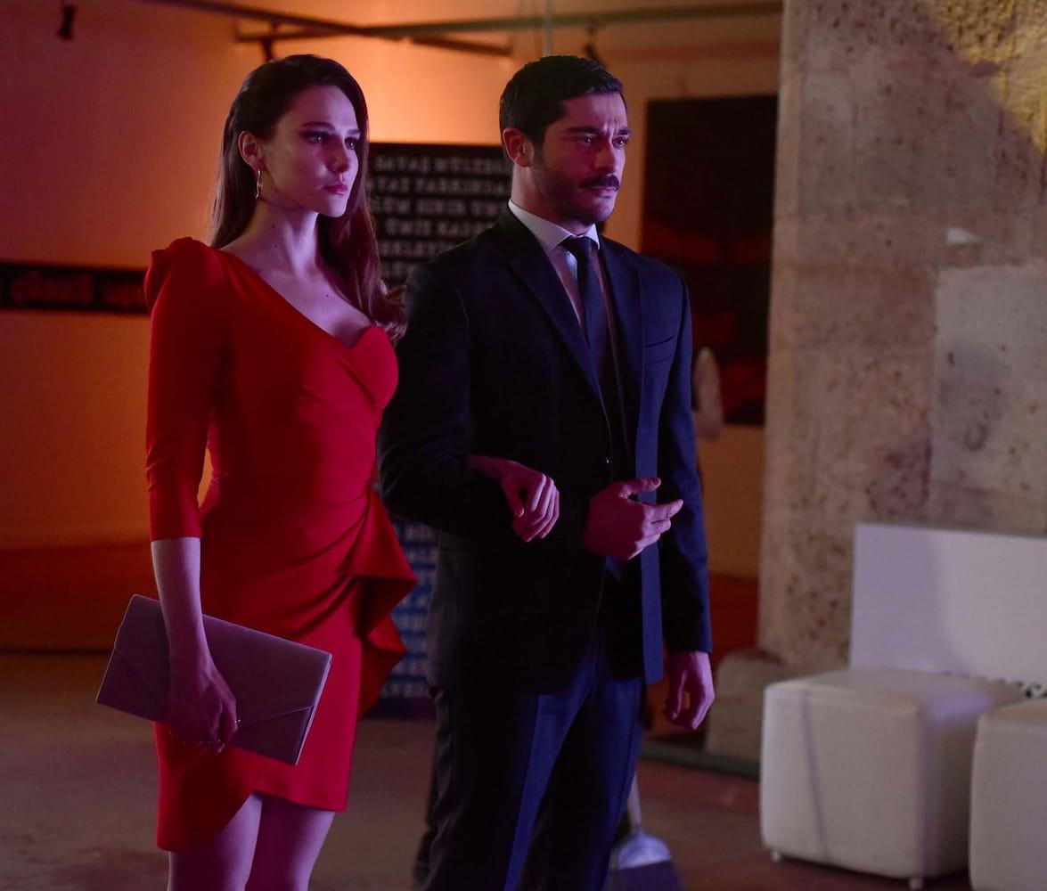 Алина Боз и Бурак Дениз в сериале «Марашанец / Maraşlı» (2021)