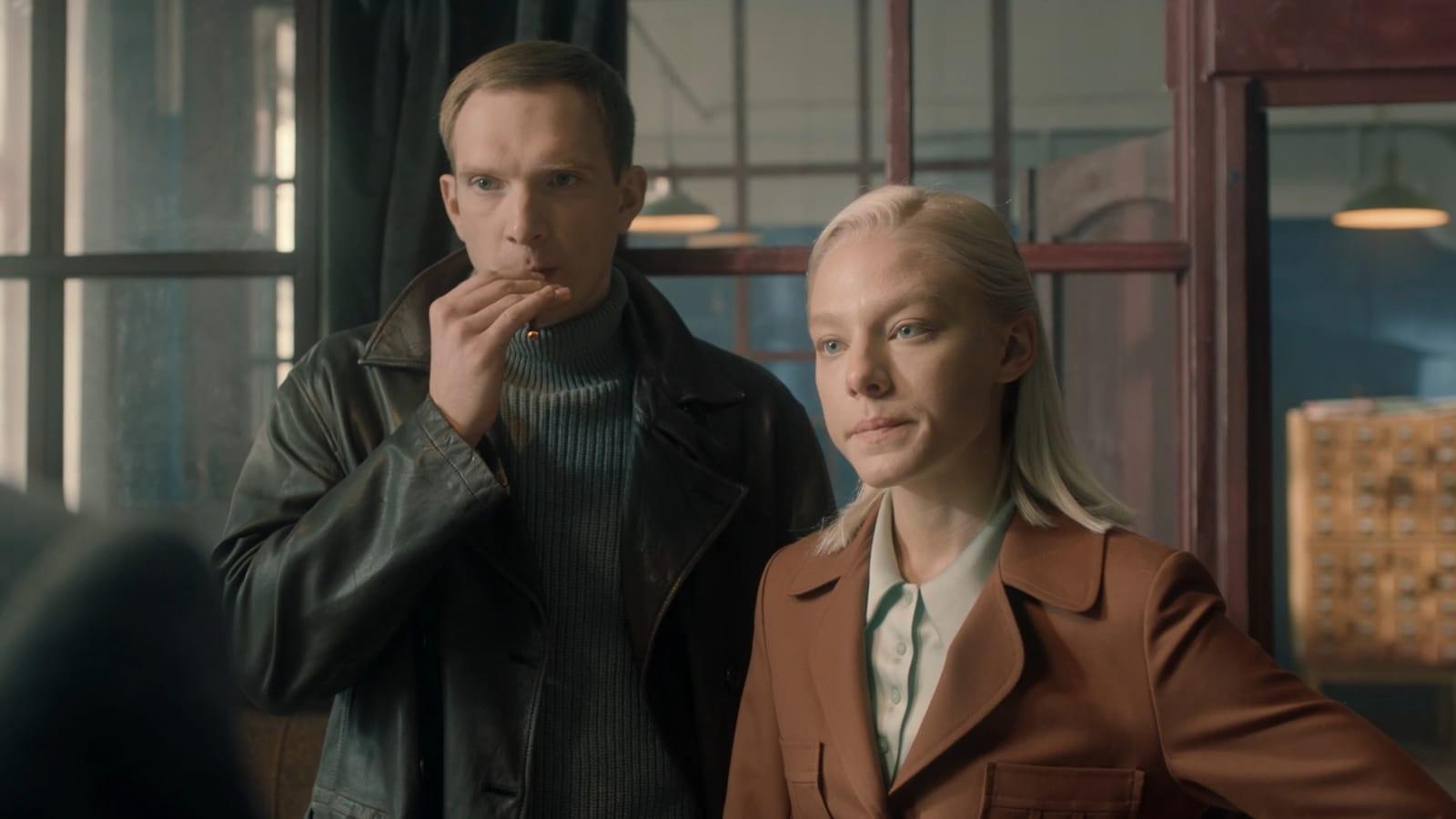 Андрей Бурковский и Алёна Михайлова в сериале «За час до рассвета» (2021)