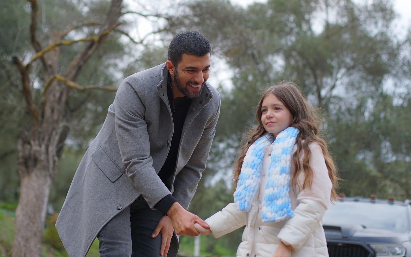 Санджар Эфеоглу и Берен Генчалп в сериале «Дочь посла / Sefirin Kızı» (2021)
