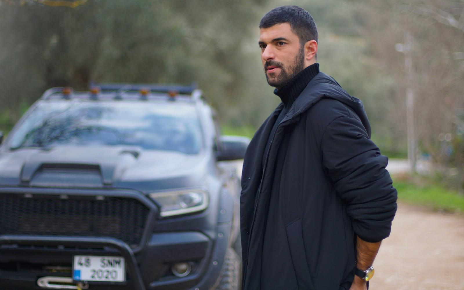 Санджар Эфеоглу в сериале «Дочь посла / Sefirin Kızı» (2021)