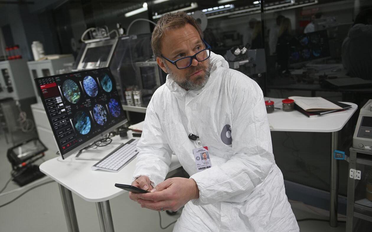 Норберт Лео Батц в сериале «Обломки / Debris» (2021)