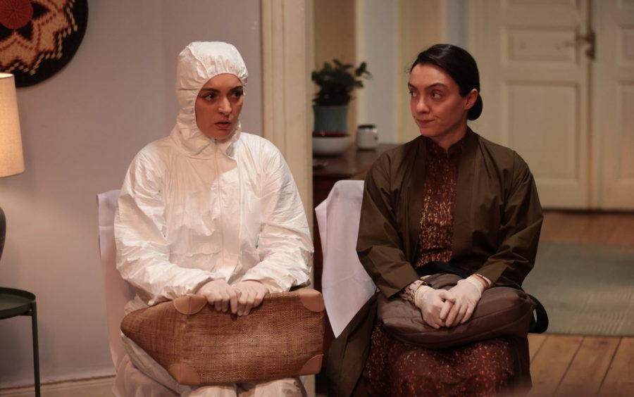 Эзги Мола (Ezgi Mola) и Мерве Диздар (Merve Dizdar) в сериале «Квартира невинных / Masumlar Apartmanı» (2021)
